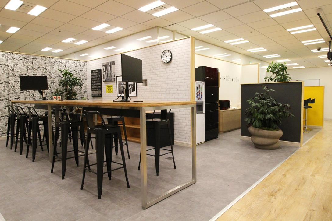 旅する会議室 あたたかな昼 ニューヨークのカフェにて インテリア
